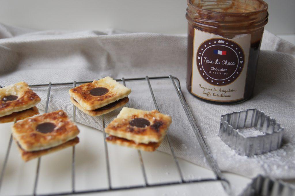 Biscuits sablés fourrés à la pâte à tartiner au chocolat - Noix de Choco