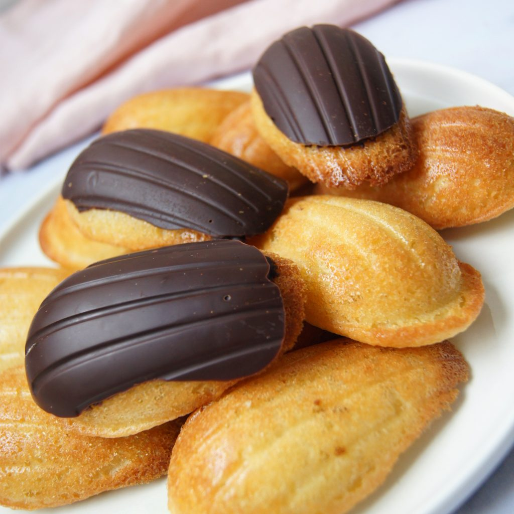 Madeleines enrobées au chocolat - Recette facile Madeleines - Noix de Choco