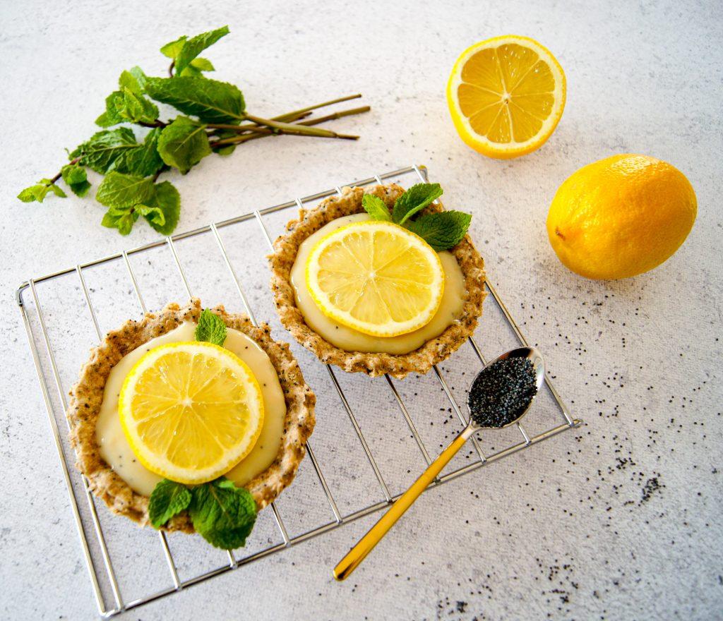 Le fond de tarte est élaboré avec de la farine complète, des flocons d'avoine et huile d'olive - recette tartelette citron pavot - Blog Noix de Choco