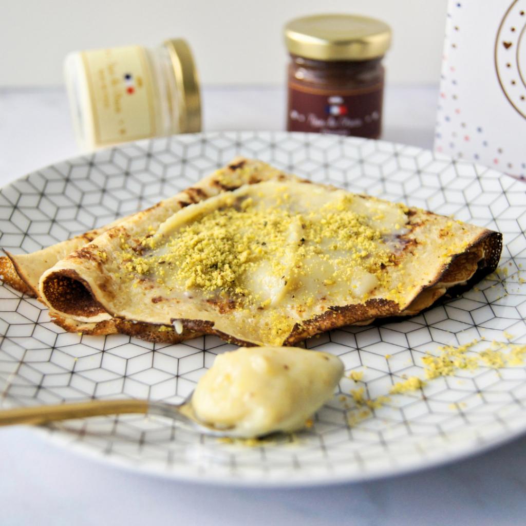 Crêpes avec l'irrésistible pâte à tartiner au chocolat blanc pistache